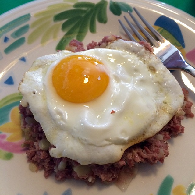 Day after St. Pat's corned beef hash and fried egg breakfast. #luckoftheIrish
